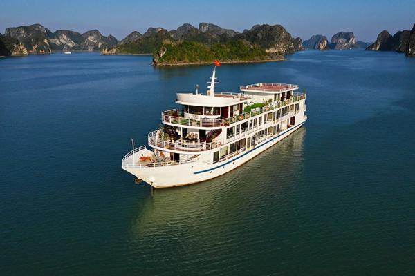 Sapphire Cruise-Luxury 4 Star Cruise in Halong Bay