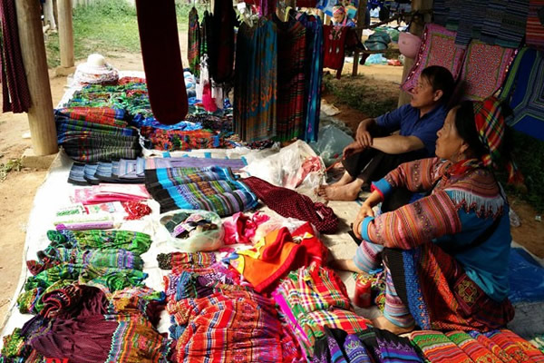 Sapa - Bac Ha: COLORFUL Market